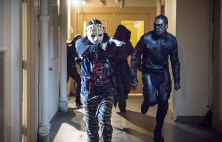 """Arrow -- """"Penance"""" -- Image AR504a_0386b.jpg -- Pictured (L-R): Rick Gonzales as Rene Ramirez/Wild Dog and Echo Kellum as Curtis Holt -- Photo: Dean Buscher/The CW -- © 2016 The CW Network, LLC. All Rights Reserved."""