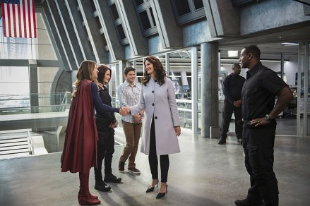 """Supergirl -- """"Welcome to Earth"""" -- Image SPG203c_0028 -- Pictured (L-R): Melissa Benoist as Kara/Supergirl, Chyler Leigh as Alex Danvers, Jeremy Jordan as Winn Schott, Lynda Carter as President Olivia Marsdin, and David Harewood as Hank Henshaw -- Photo: Diyah Pera/The CW -- © 2016 The CW Network, LLC. All Rights Reserved"""