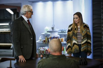 """DC's Legends of Tomorrow --""""Raiders of the Lost Art""""-- LGN209a_0109.jpg -- Pictured (L-R): Victor Garber as Professor Martin Stein and Caity Lotz as Sara Lance/White Canary -- Photo: Bettina Strauss/The CW -- © 2017 The CW Network, LLC. All Rights Reserved"""