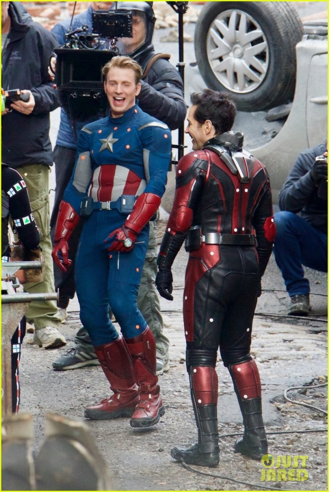 The Last Time Such Pictures Of Avengers 4 Came Out In Their 2018 Costumes Fans Immediately Jumped The Gun And Postulated That Is Going To