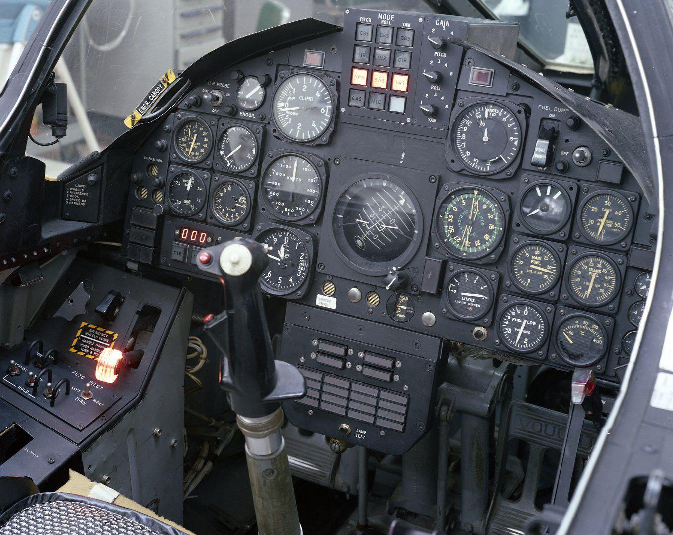 hight resolution of f 8 digital fly by wire cockpit