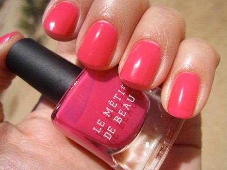 LMdBnails3 Le Métier de Beaute Nail Lacquer Review   including the summer 2012 shade Penny Lane