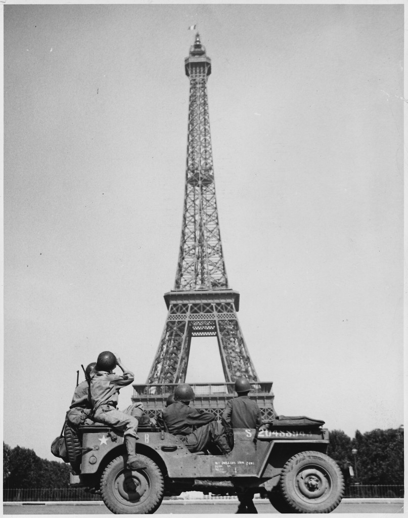https://i0.wp.com/weheartvintage.co/wp-content/uploads/2011/03/eiffel-tower-807x1024.jpg