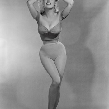 "Betty Brosmer and her amazing 18"" waist"