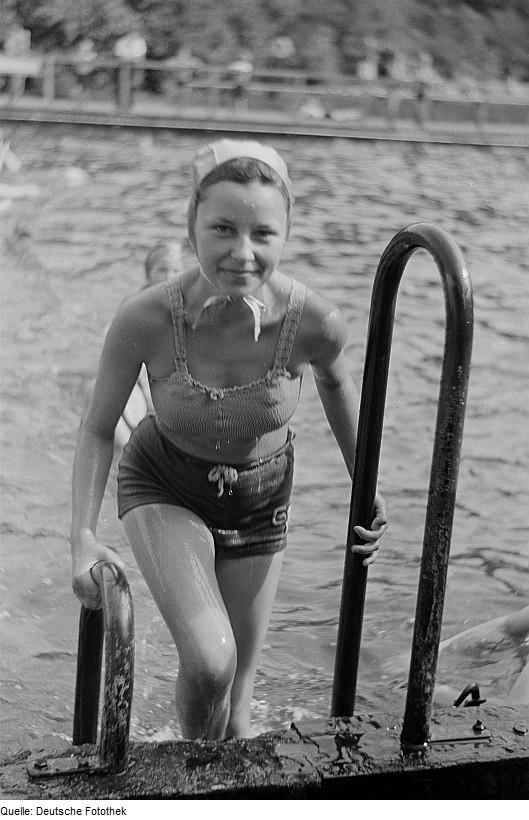 Knitted 1950s bikini