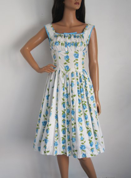 1950s BLUE & WHITE FLORAL ROSE PRINT SUMMER DRESS