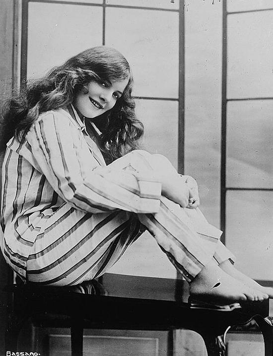 1910s Chorus Girl Pearl Aufrere