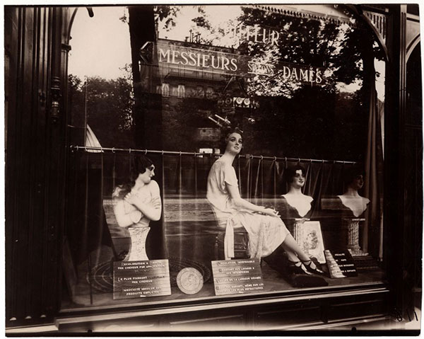 Shop window 1920s Paris