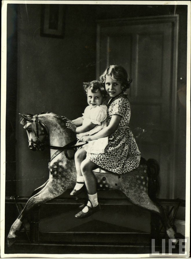 Princesses Elizabeth (right) and Margaret (left) 1930s