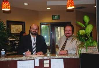 Dr. Davtyan and Dr. Cohen Working Side By Side at The Weight Loss Surgery Center of Los Angeles Rancho Cucamonga
