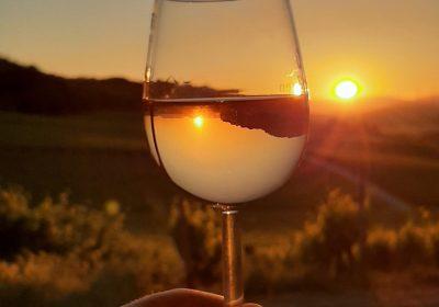 Sonnenuntergang mit Weinglas
