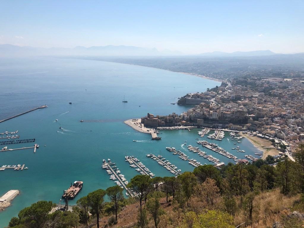 Blick von Castellammare del Golfo in Sizilien