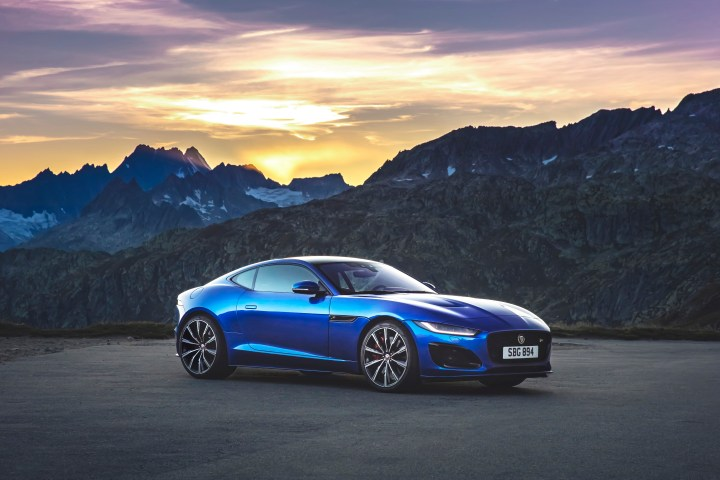 Jag_F-TYPE_R_21MY_Velocity_Blue_Reveal_Switzerland_02.12.19_03