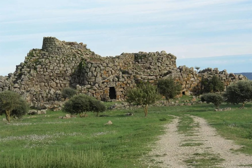 The-Ancient-Megalithic-Nuraghes-in-Sardinia-3