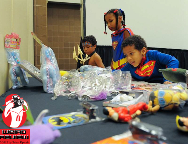 Picking out prizes at Wizard World New Orleans - photo by Captain Brian Epstein