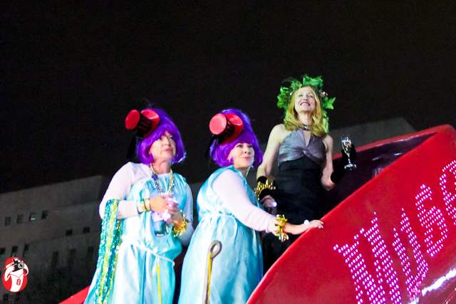 Patricia Clarkson smiling over at the Mayor's reviewing stand during the 2012 Muses parade