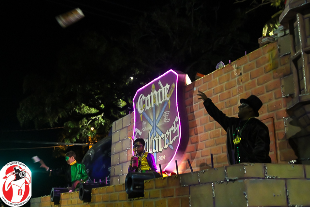 Throwing to the crowd during the 2014 Conde Explorers parade