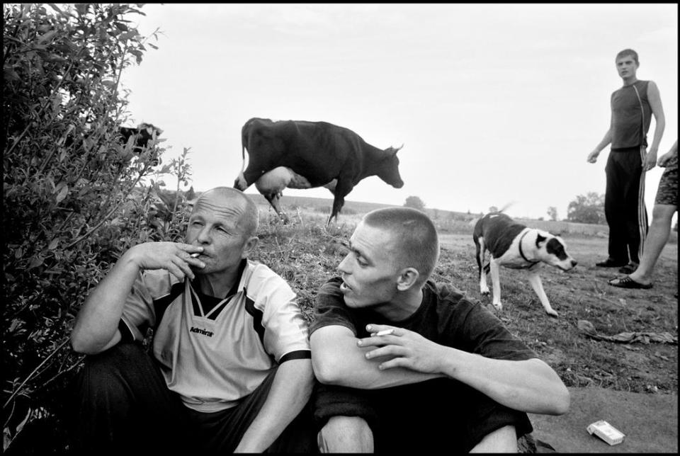 "RUSSIA. 70 kilometers from Yekaterinenburg. 2010. Vasily NOBOSYELOV, aka ""Ded"" (grandfather) and Dimtriy at a picnic."