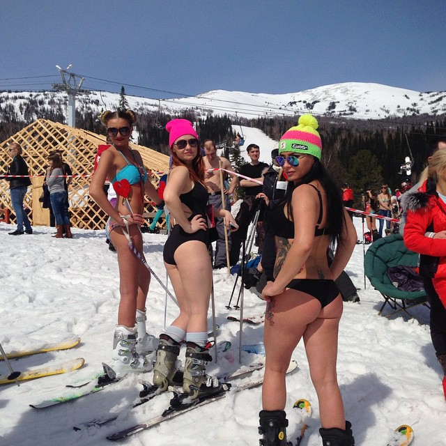swimwear_parade_on_skis10