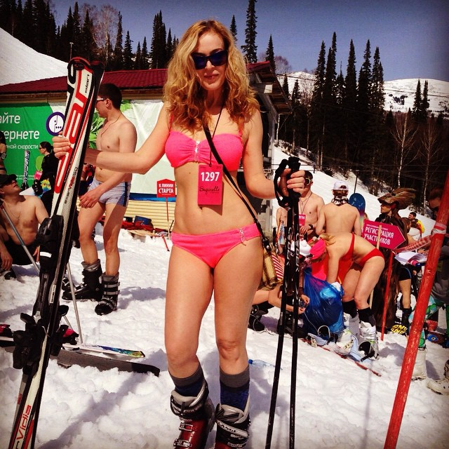 swimwear_parade_on_skis11