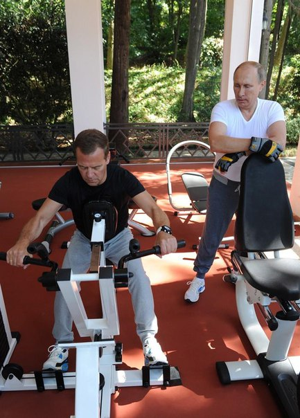 putin_medvedev_tea_party03