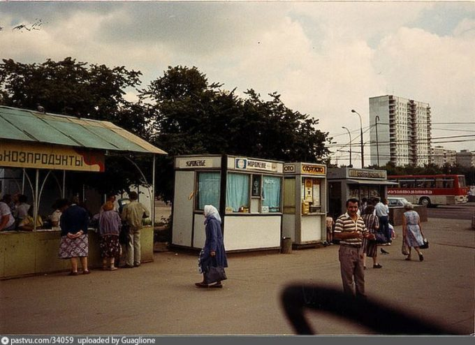 Belyaevo Subway Station Kiosks, 1990