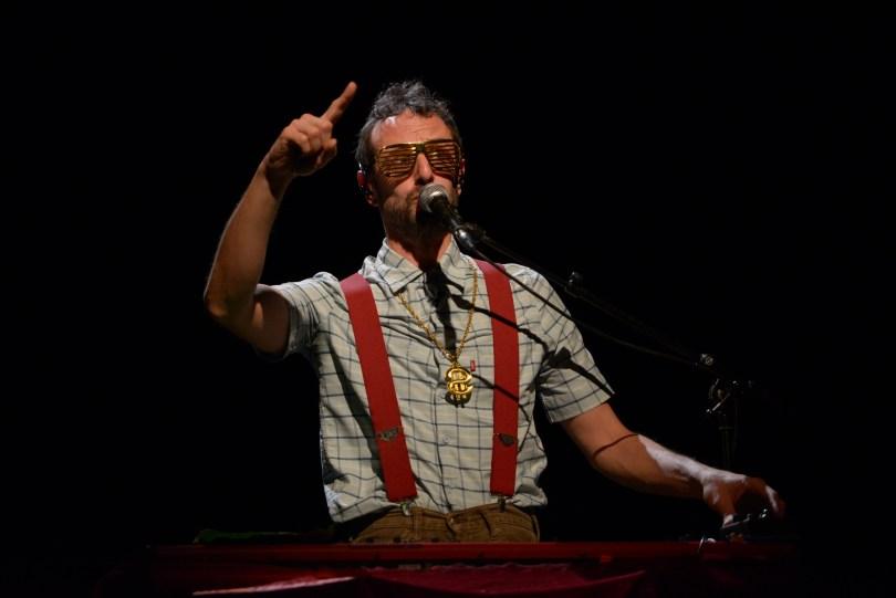 Sandrine, le musicien et acolyte de GiedRé - Photo Khaled pour weirdsound