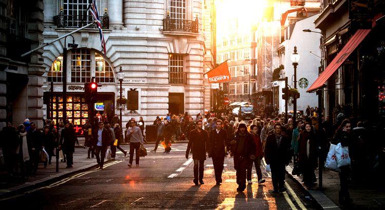 Lebensstandard ist: Wenn man Geld ausgibt, das man nicht hat, um Dinge zu kaufen, die man nicht braucht, damit man Leuten imponieren kann, die man nicht mag. Unbekannt http://weisewortwahl.de/