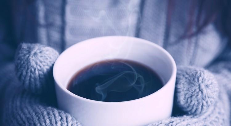 Die beste Methode, das Leben angenehm zu verbringen, ist, guten Kaffee zu trinken. Und wenn man keinen haben kann, so soll man versuchen, so heiter und gelassen zu sein, als hätte man guten Kaffee getrunken. - Jonathan Swift