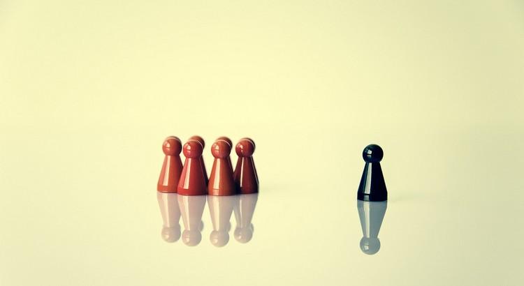 Wer Freude daran empfindet im Gleichschritt zu marschieren, hat sein Gehirn aus Versehen bekommen. - Albert Einstein