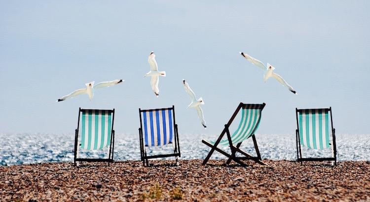 Man entdeckt keine neuen Erdteile, ohne den Mut zu haben, alte Küsten aus den Augen zu verlieren. - André Gide