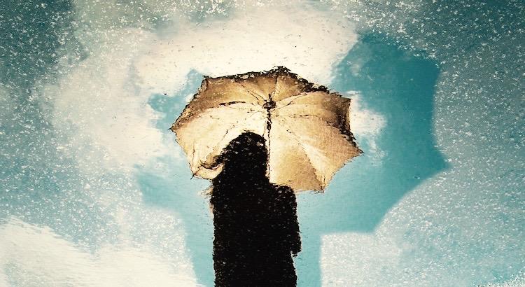 Wer im Regen nicht mit mir tanzt, wird im Sturm nie bei mir sein und wer im Sturm nicht bei mir ist, den brauche ich auch nicht bei Sonnenschein. - Unbekannt