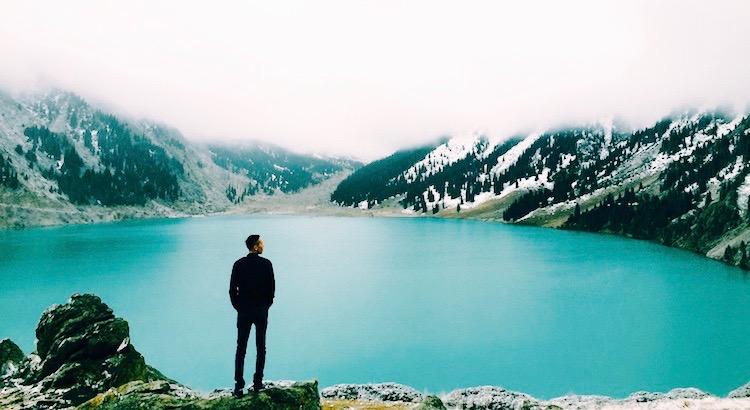 Halte nicht das fest, was nicht bei dir sein will. Bettel nicht um falsche Zuneigung. Wer bleiben will bleibt. Wer gehen will geht. Du hast Stolz und bist wertvoll, hast ein Herz und Verstand. Du brauchst niemanden der dich das Gegenteil glauben lässt. - Unbekannt