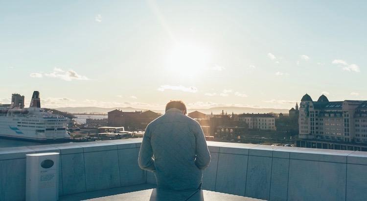 Ich breche ohne zu zögern Kontakte ab, ohne Vorwarnung, ohne Erklärung, wenn ich merke das ich jemandem nicht mehr vertrauen kann. Das Leben ist zu kurz, um sich mit Menschen zu umgeben die das Konzept der Loyalität nicht verstanden haben. - Unbekannt