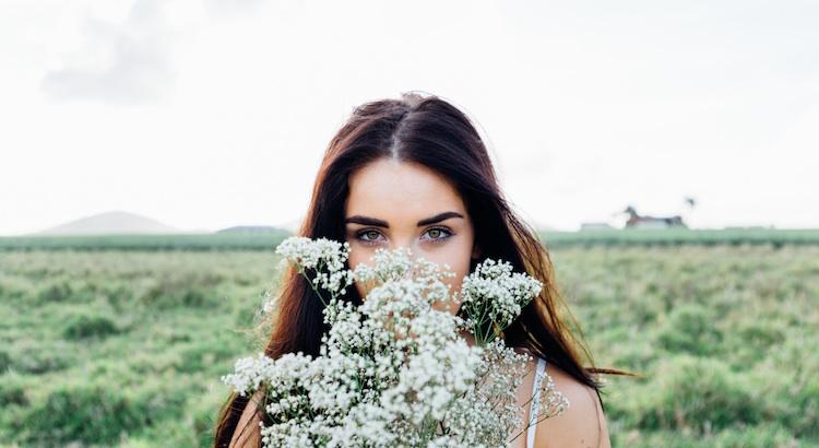 Ein hübsches Gesicht wird altern, ein schöner Körper ändert sich, aber ein guter Mensch bleibt ein guter Mensch. - Unbekannt