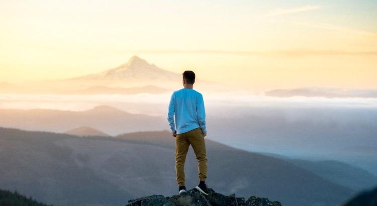 Akzeptiere es. Es ist nicht Resignation, doch nichts lässt Dich so viel Energie verlieren, wie die Diskussionen und der Kampf gegen eine Situation, die Du nicht ändern kannst. - Dalai Lama