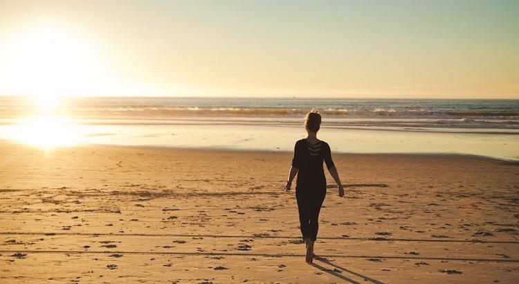 """Hoffnung, Gedanken, Gefühle, Emotionen, Leben, Liebe – Weisheiten, Zitate, Sprüche und Aphorismen. """"In schweren Momenten sollte man immer Gebrauch von der Hoffnung machen. Es ist das erleichterndste und tröstendste Gefühl, das der Mensch empfinden kann."""" - Esragül Schönast"""