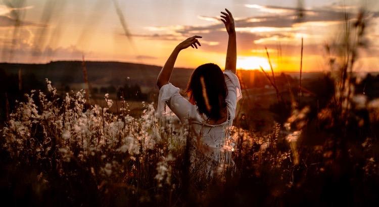 Mein Herz schlägt für Menschen, die mir Kraft schenken, statt sie mir zu rauben. Die so mutig sind, mir die Wahrheit zu sagen, auch wenn ich sie vielleicht nicht hören will. Und die mir helfen, mich selbst wiederzufinden, wenn ich vom Weg abgekommen bin. - Lezah