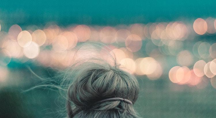 Wie es laufen wird, das entscheidet womöglich das Schicksal. Doch wie es dir damit geht, entscheidet dein Kopf. - Esragül Schönast