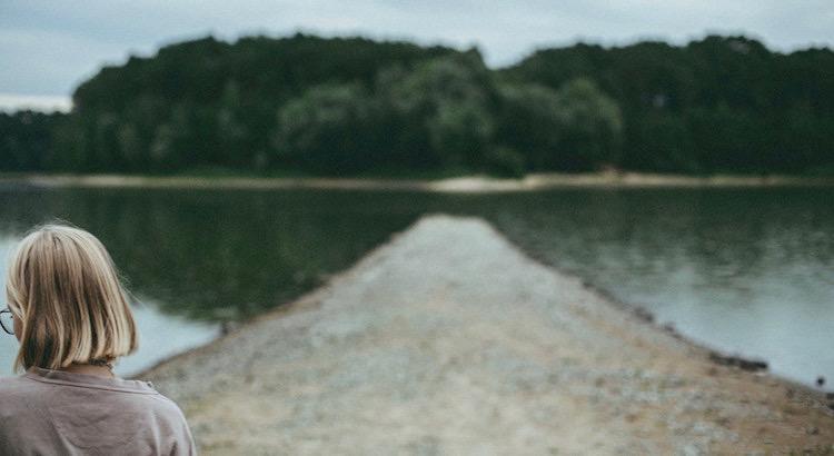 Vertraue auf die Fügung. Dass man manchmal gezwungen wird, einen neuen Weg einzuschlagen, erweist sich oft als das größte Glück und man hättees vermutlich nicht gewagt diesen selbst zu gehen. - Esragül Schönast