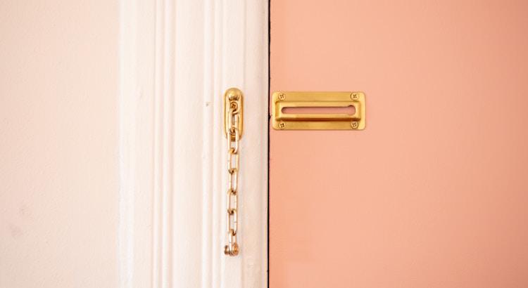 Ein Traum ist der Schlüssel zum Tor der Selbstverwirklichung.- Esragül Schönast