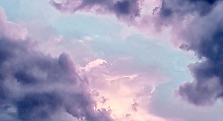 Du kannst den Sturm nicht beruhigen. Du kannst selbst ruhig bleiben und warten, bis der Sturm vorüberzieht. Denn nach jedem Sturm folgen wieder sonnige Zeiten.