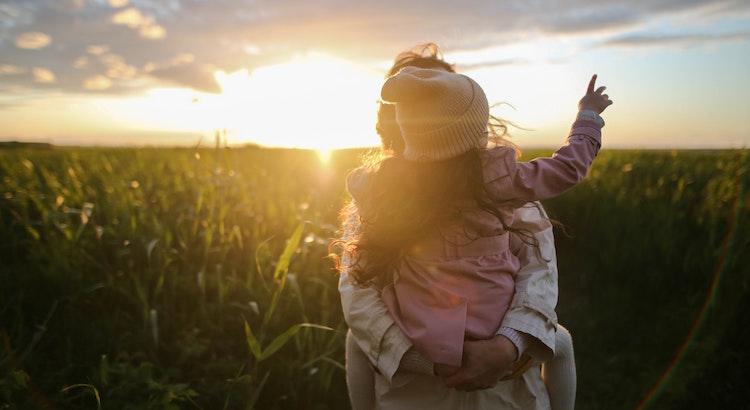 Wenn das Kind trotzt, weil es Etwas nicht bekommt, ist es nervig und wenn du trotzt, weil du Etwas nicht bekommst, ist es eine emotionale Reaktion und Enttäuschung? - Esragül Schönast