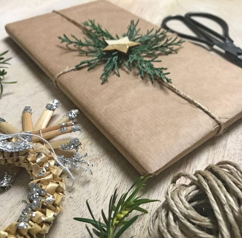 weihnachtsgeschenke verpacken weiss schwarz. Black Bedroom Furniture Sets. Home Design Ideas