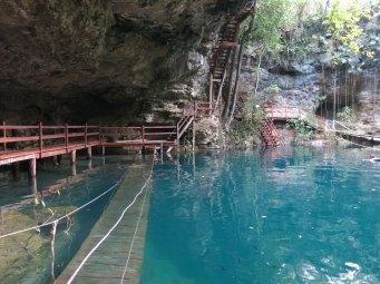 Unterwasser-Hängebrücke