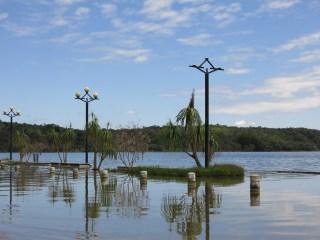 Flores hat ein Hochwasserproblem, allerdings nur an einer ca 300 m breiten Stelle