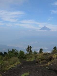eine tolle Aussicht auf den Volcán de Agua und links daneben (schwer zu erkennen) den Volcán Acatenango