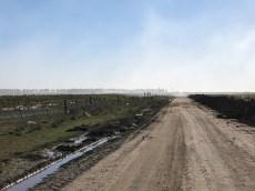 Unser Rückweg – mit Gegenwind auf unbefestigter Straße ...