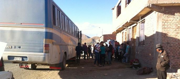 Ratlosigkeit am Bus in Challapata