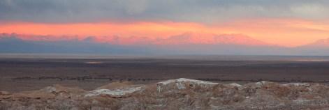 Eine kitschigere Farbwahl für ein Gebirge haben wir auch noch auf keinem Gemälde gesehen.